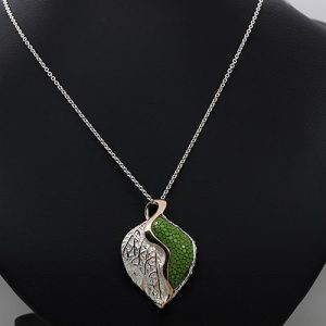 Leafy Green Stingray Necklace