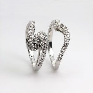 Stlyish Diamond Bridal Rings Set