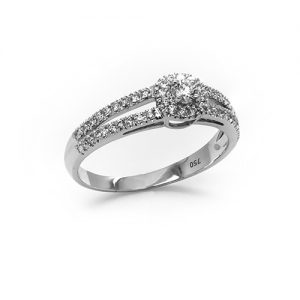 Exquisite Diamond Engagement Ring