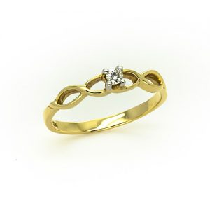 A Stunning Solitaire Diamond Ring