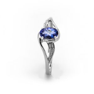 A Stylish Tanzanite Diamond Ring