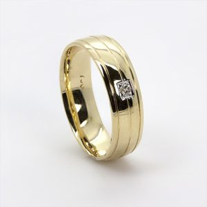 The Broad Mens Gold Wedding Band