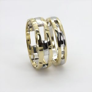 The Elegance Gold Wedding Bands