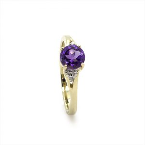 A lovely Amethyst Diamond Ring