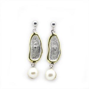 A Contemporary Pearl Earrings
