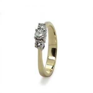 The Elegant Diamond Engagement Ring in Gold