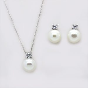 The Contemporary Pearl Pendant and Earring Necklace