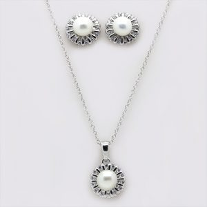 The Star Pearl Pendant and Earring Necklace