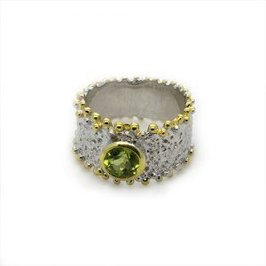A lustrous Peridot Gold Plated Ring