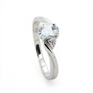Oval Aquamarine Diamond Engagemnt Ring