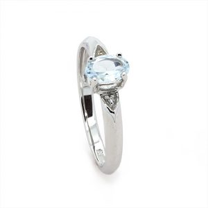 The Dainty Oval Aquamarine Diamond Engagement Ring