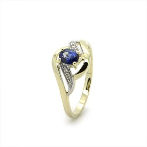 A Stylish Blue Sapphire Diamond Ring