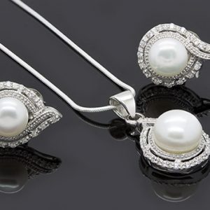 The Charming Pearl Pendant And Earring Necklace
