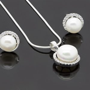 The Elegant Pearl Pendant and Earring Necklace