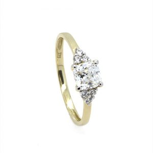 A Yellow Gold Cushion Zircon Engagement Ring