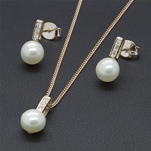 A Contemporary Gold Pearl Set