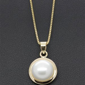 A lovely 9.5mm Mabe Pearl Pendant Necklace