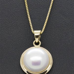 A lovely 12mm Mabe Pearl Pendant Necklace