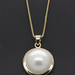 A lovely 13mm Mabe Pearl Pendant Necklace