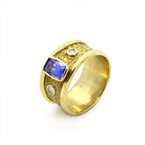 An Exclusive Wide Tanzanite Ring in 18ct Yellow Gold